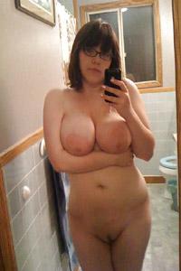 Studentin nackt im Badezimmer